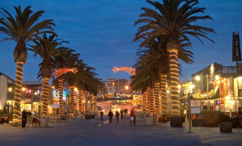 A Walk Down The Hermosa Beach Plaza And You Will Notice There Is Transition Under Way Fif Years After S Herculean Attempt At Revitalizing